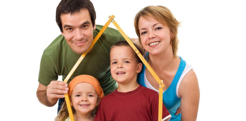Familie fericita copii - concept imobiliar